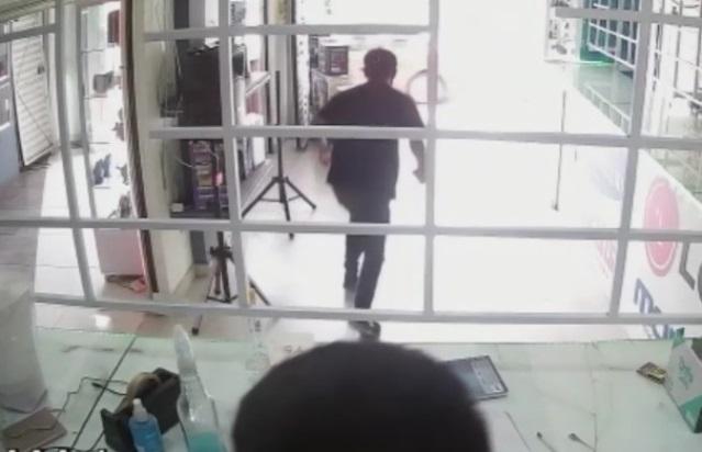 Sujeto se da a la fuga con dos celulares en Chiautempan; fingió una compra