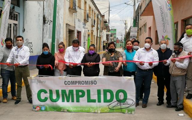 Inauguran rehabilitación del segundo tramo de calle Libertad en Chiautempan