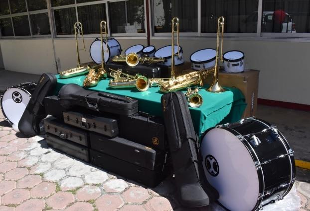 COBAT-TBC  entrega instrumentos musicales al plantel 18 Atlzayanca