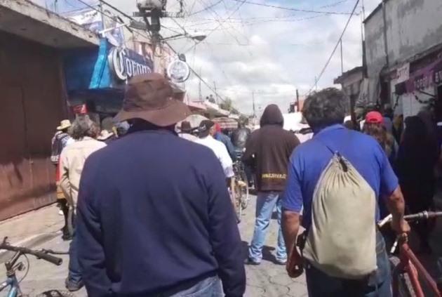 Crispín Corona organiza manifestación contra edil electo en Xicohtzinco