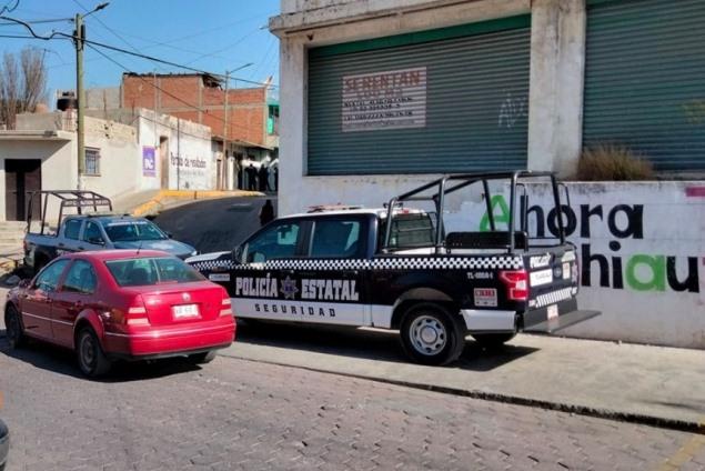 A punta de pistola despojan de joyas y dinero a familia en Chiautempan