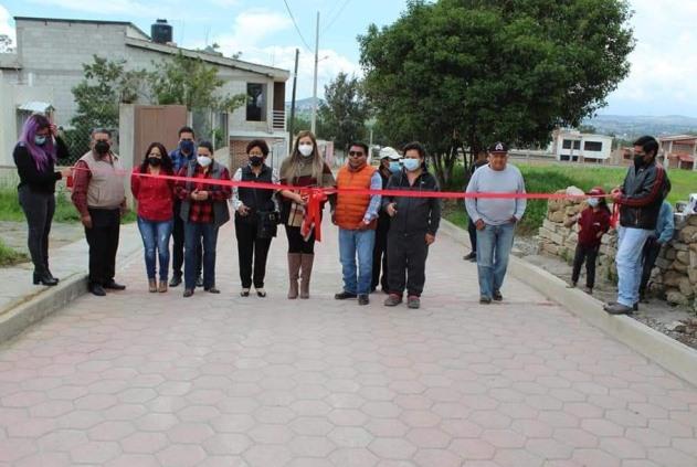 Diana Laura entrega paquete de obras públicas en Tzompantepec