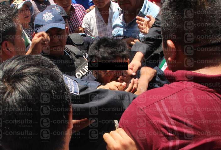 Brutal golpiza le propiciaron a presunto ladrón en Xiloxoxtla