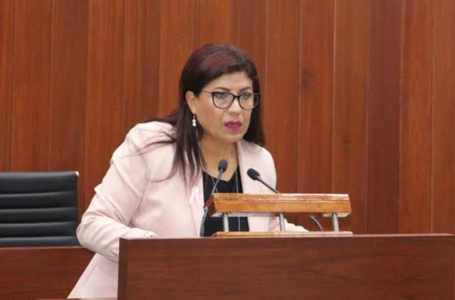 Descaro: Ex diputada Guadalupe Mata pide voto para sucesor en el SNTE