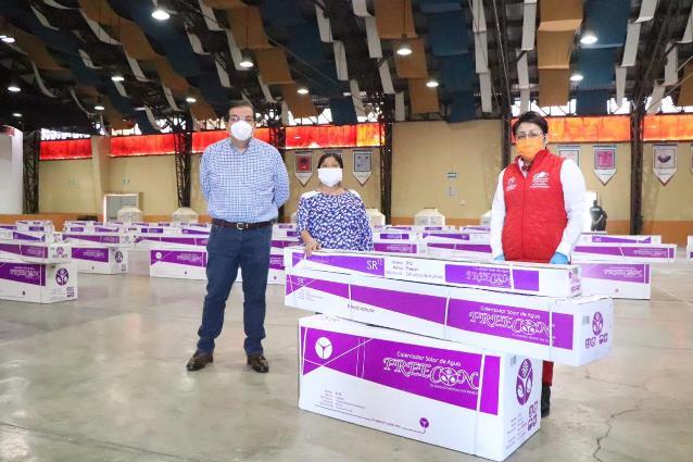 Beneficia Gobierno de Huamantla a 88 familias con calentadores solares