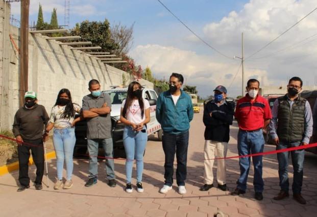 Herrera Xicohténcatl entrega pavimento de la calle Francisco I. Madero