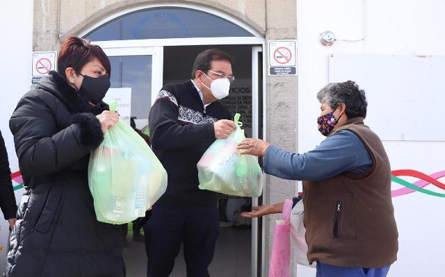 Entregan 2 mil despensas autoridades de Huamantla a familias vulnerables