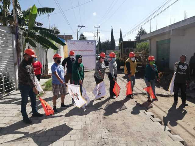 Con una inversión de 1.8 MDP arranca Xicohtzinco pavimentación de calle Girasoles