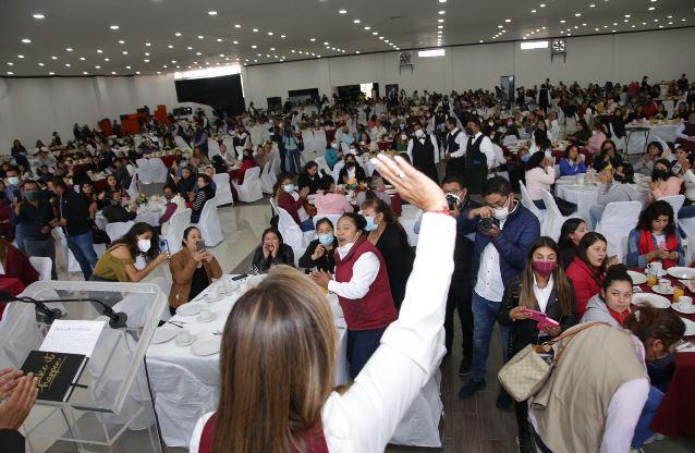Convive Lorena Cuéllar con madres líderes de Tlaxcala