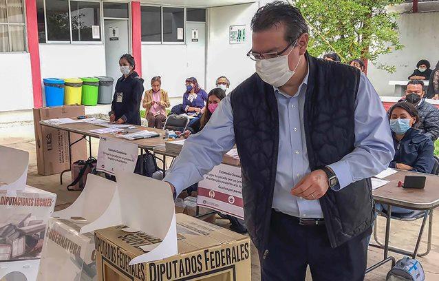 Dice Marco Mena que elecciones se desarrollan en paz y con participación