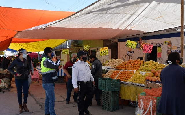 Redoblan medidas preventivas en el tianguis de Nanacamilpa