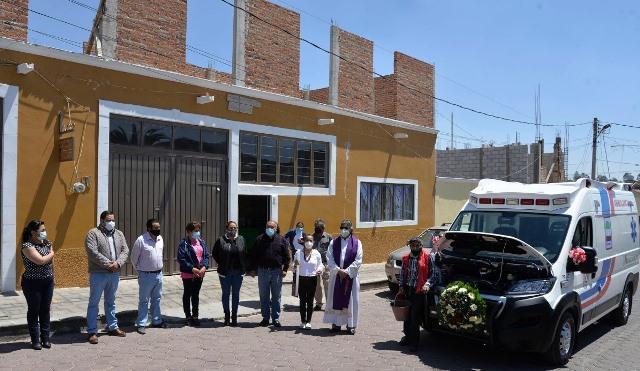 Víctor Hugo Sánchez entrega ambulancia nueva a Nanacamilpa