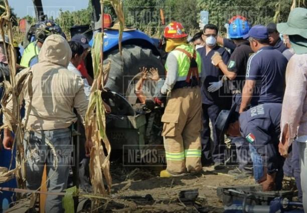 Campesino cae de su tractor y podría perder la pierna