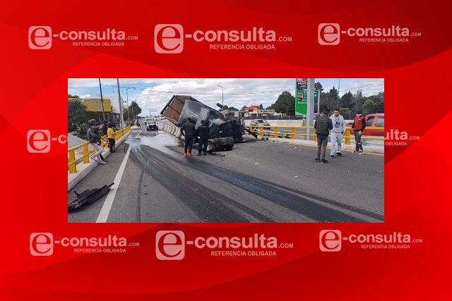Se impacta camión contra muro divisorio en la Apizaco – Tlaxcala