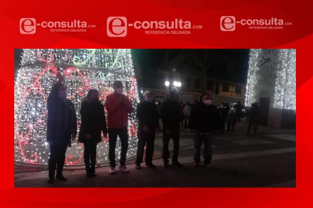 Iluminan árbol navideño en Xiloxoxtla; edil insiste en la contención del Covid