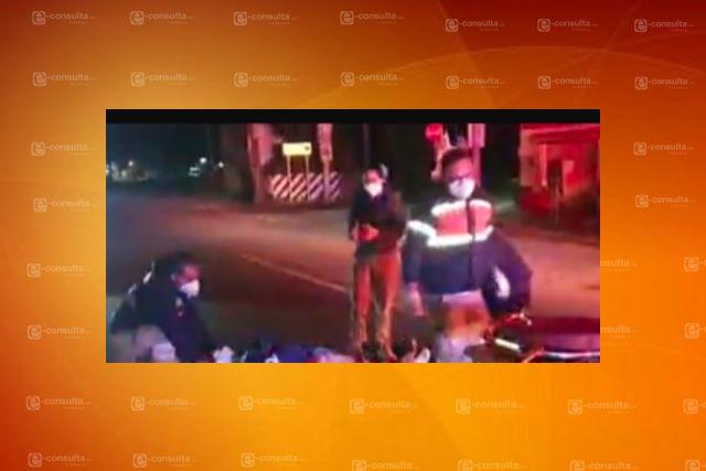 Atropellan a tres motociclistas sobre la vía corta; culpable huye