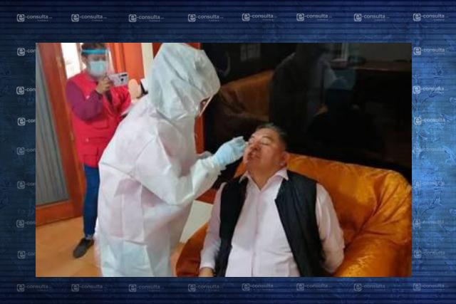 Alcalde de Apetatitlán presume prueba Covid mientras empleados se enferman
