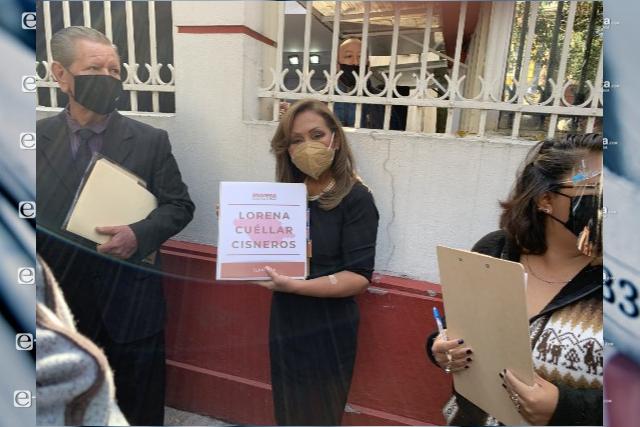 Arriba Lorena Cuéllar al registro a sede de MORENA en CDMX