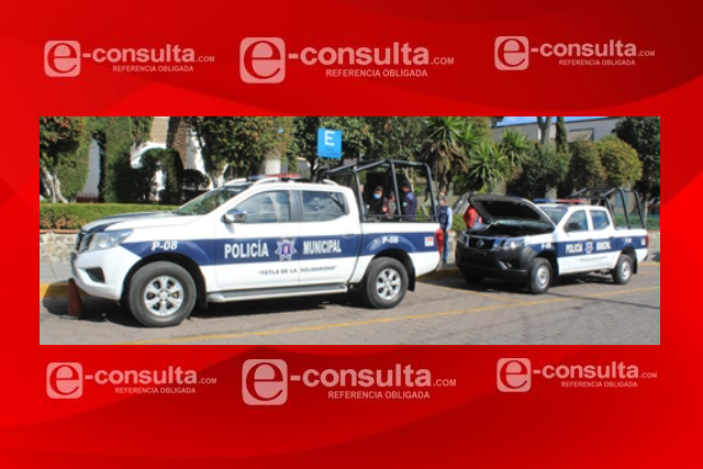Entrega Eleazar Molina dos nuevas patrullas a la policía de Tetla