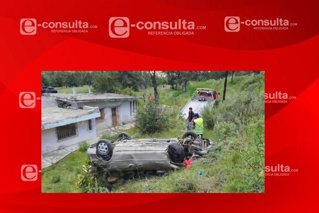 Aparatosa volcadura sobre la carretera Apizaco- Tlaxco