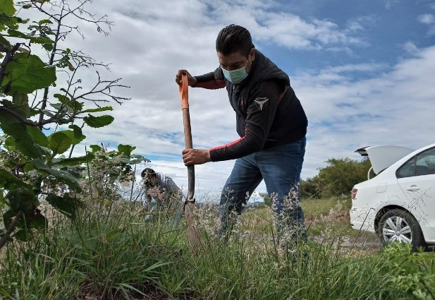 Oscar Murias y ciudadanos ponen en marcha reforestación en Nativitas