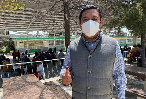 Omar Milton López vota y pide a ciudadanos ejercer su derecho
