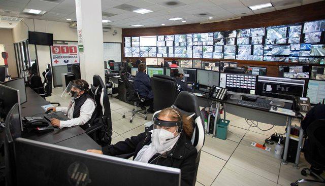Personal de 911 brinda atención a reportes de casos de Covid-19