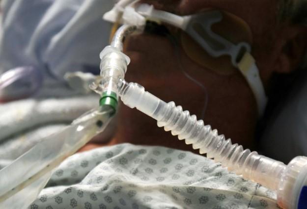 Gobierno regala oxígeno, pero en hospitales mueren enfermos