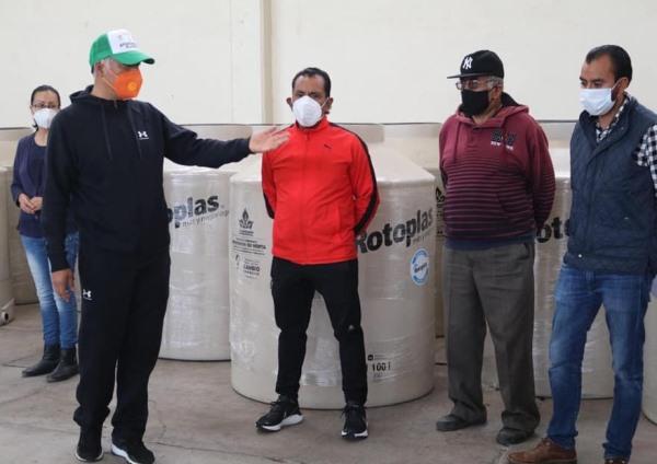 En apoyo a la economía entregan tinacos de agua a bajo costo en Papalotla