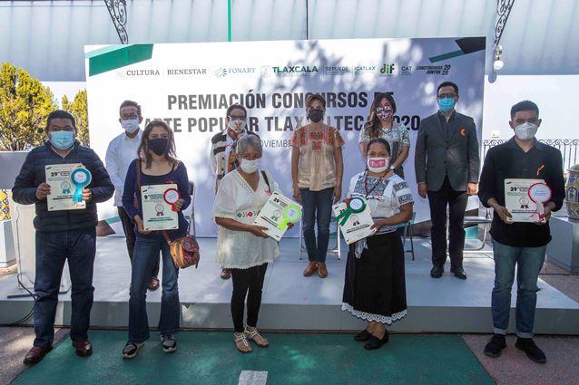 Preside Sandra Chávez premiación de concurso de arte popular