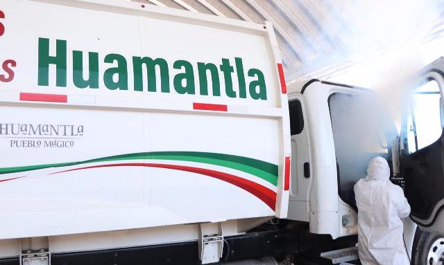 Sanitizan unidades recolectoras de residuos y se entrega material a personal