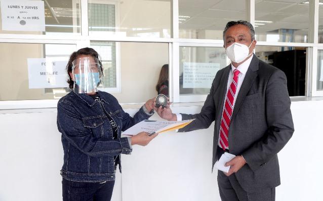 Entregan 197 reconocimientos a maestros tlaxcaltecas por 30 años de servicio