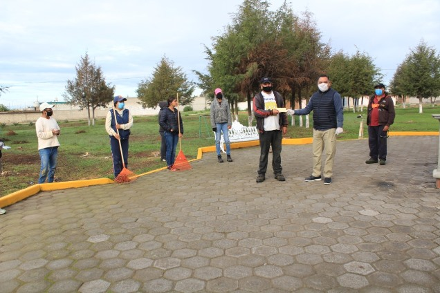 Entrega Eleazar Molina primeros pagos del programa Empleo Temporal