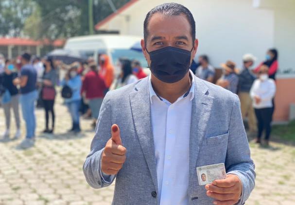 En Tetla, Juan Luis Hernández cumple con su derecho democrático de votar