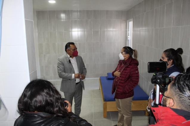 Entrega alcalde de Tetla y diputada Brito ampliación de la Unidad Básica de Rehabilitación