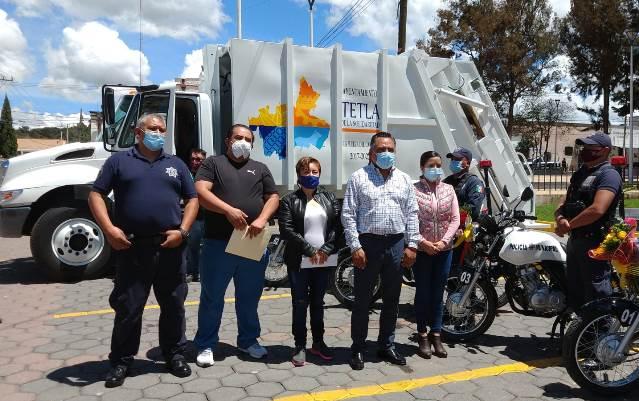 Eleazar Molina entrega camión recolector y cinco motos patrullas para Tetla