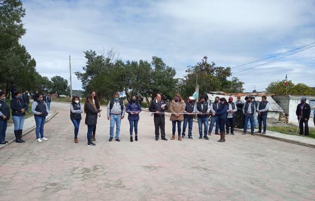 Alcalde de Atlangatepec entrega obra pública en Villa de las Flores