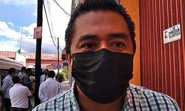 Transportistas bloquean calles principales de Chiautempan