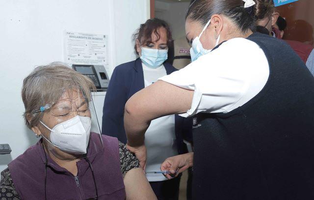 Arranca aplicación de ocho mil 98 vacunas contra Covid-19 para adultos mayores