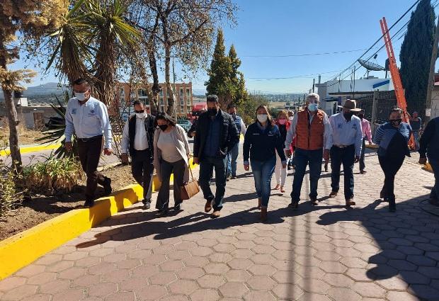 Villarreal Chairez entrega magna obra de pavimento en comunidad de Tetel