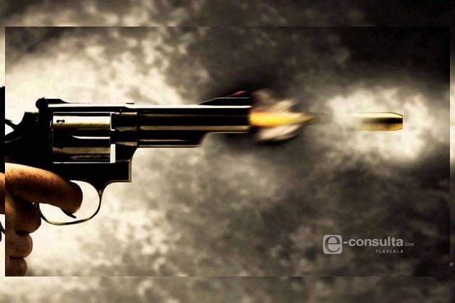 Por deudas atacan a balazos a un hombre en el centro de Calpulalpan