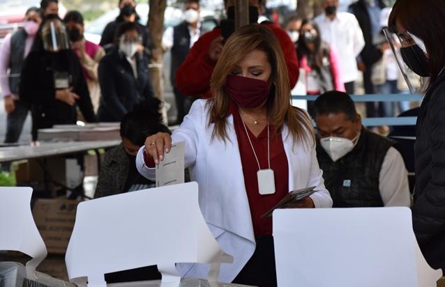 Vota Lorena Cuéllar en Panotla y pide derrotar al abstencionismo