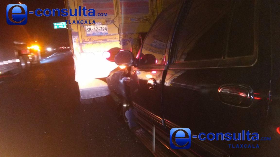 La libra conductor de camioneta que se impactó detrás de un tortón