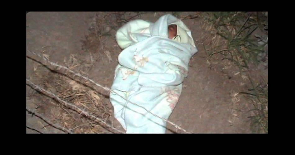 Encuentran a un bebé recién nacido en terrenos baldíos de Huamantla
