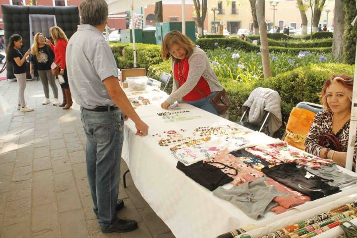 Instala SMDIF de Tlaxcala expo-venta de artesanías en la capital