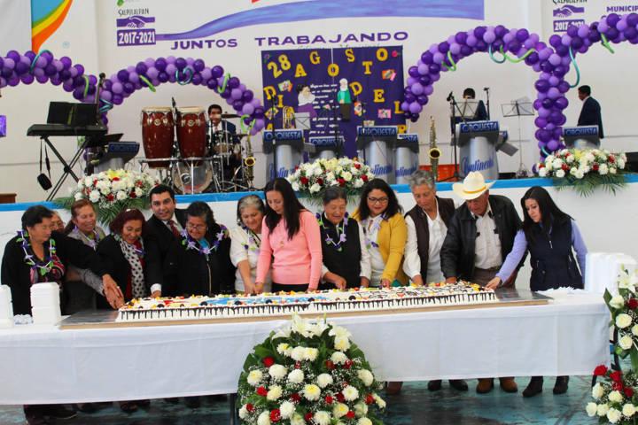 Alcalde festeja a más de 300 abuelitos con una sana convivencia