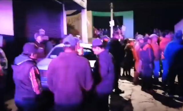 Jóvenes ebrios juegan carreritas y se accidentan en Tetla