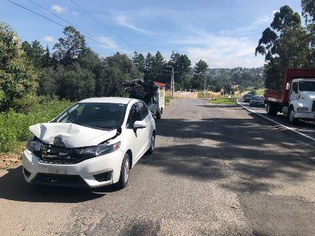 Leve accidente por el puente de los hospitales en Tepetomatitlán