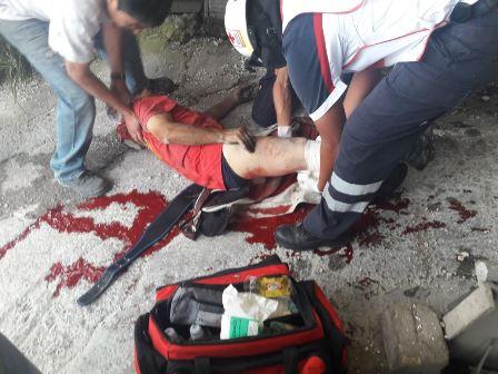 Sufre lesión un trabajador tras caer de tres metros de altura