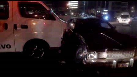 Choque entre colectiva y auto particular deja un herido